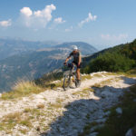 The rocky and dry trail to Brasina peak