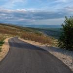 The paved road towards Bitelić village