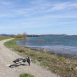 The unpaved section along the coast of Sabljaci Lake